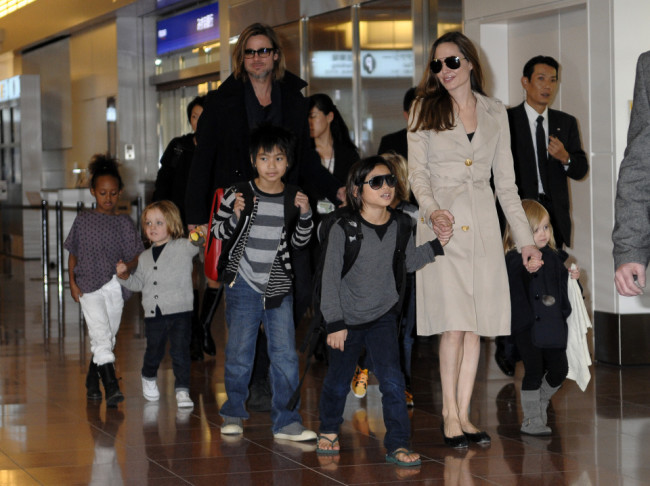 Brad Pitt, Angelina Jolie and the whole family arrive in Japan